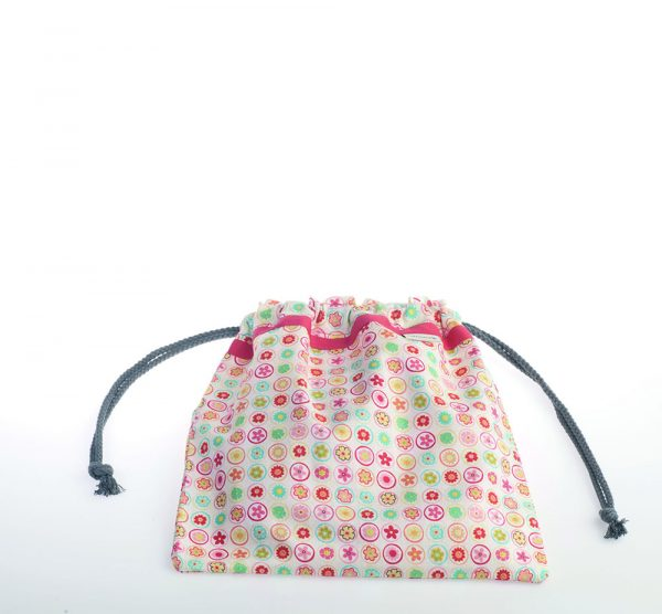 Bolsita de merienda realizada en tela de algodón ideal para guarderías o colegios. Estampado muy dulce.