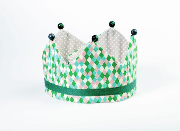 Alegre corona infantil para regalar al anfitrión de una fiesta