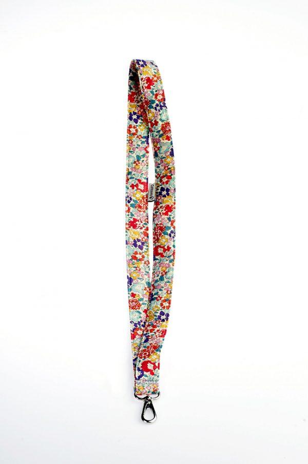 Llavero en estampado primaveral de tela de algodón
