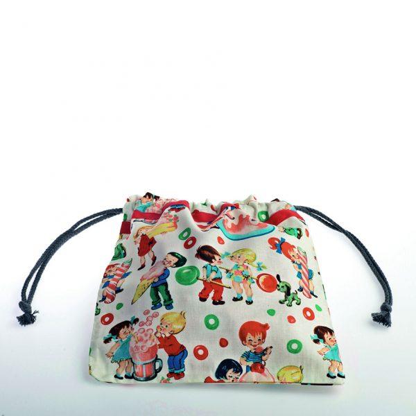 Bolsita de merienda realizada en tela de algodón ideal para guarderías o colegios. Estampado de caramelos.