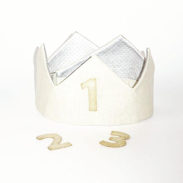 Corona unisex de color plateado realizada con tela de algodón y lino natural