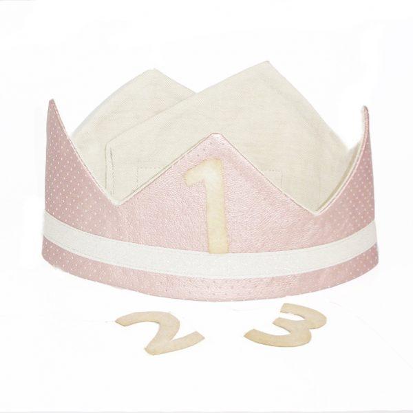 corona de un tono rosa metalizado especial para fiestas de cumpleaños