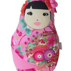Muñeca decorativa con rasgos y vestido de japonesa tradicional