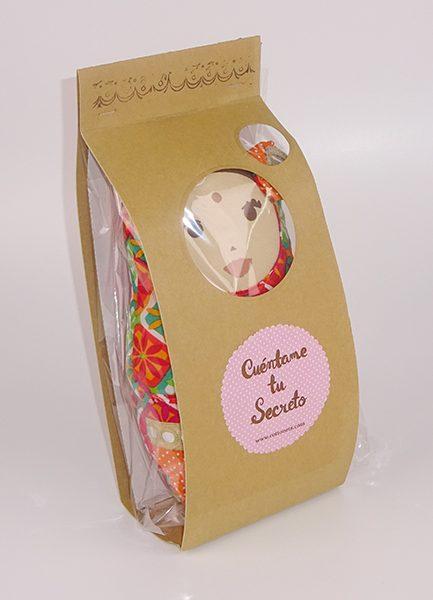 Un bonito packaging envuelve nuestra muñeca en un amor a las cosas handmade