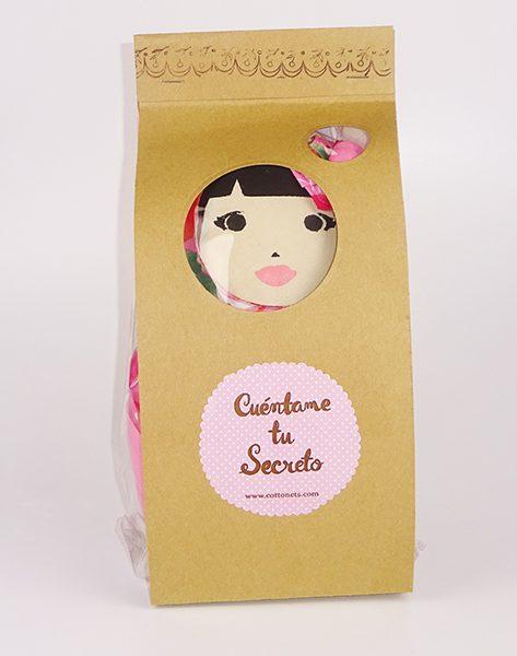 Esta muñeca viene con un packaging especial hecho a mano