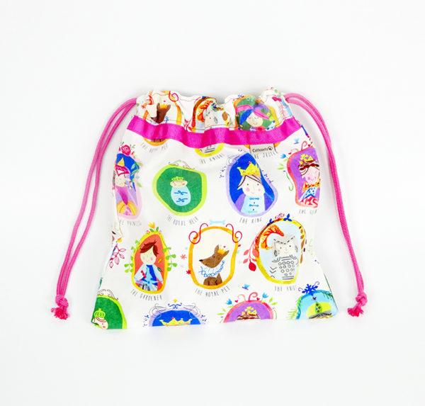 La merienda de los príncipes y las princesas confeccionada en tela de algodón de primera calidad y cuerdas de color rosa