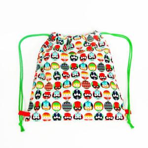 Una mochila con motivos de navidad
